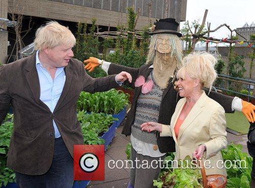Boris Johnson and Barbara Windsor 4