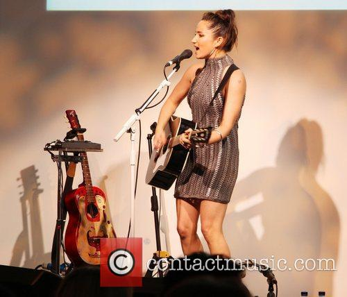 KT Tunstall Bottletop Full Circle Charity Auction at...