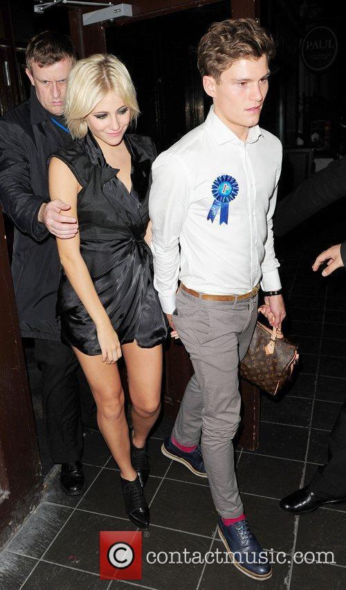 Pixie Lott leaves Boujis at 4am with boyfriend...