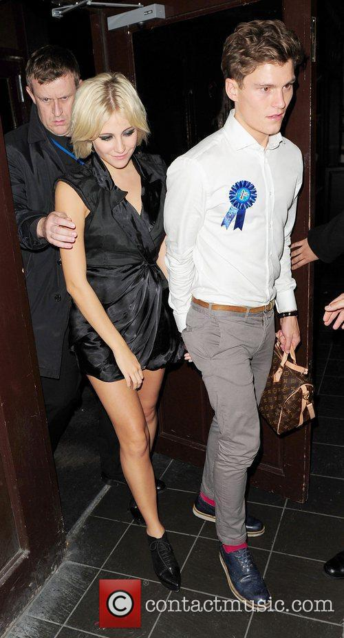Pixie Lott leaves Boujis at 4am with boyfriend...