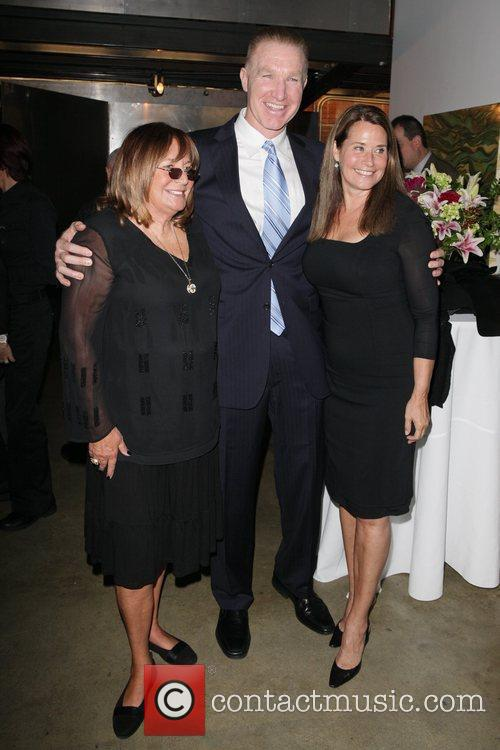 Penny Marshall and Lorraine Bracco 3