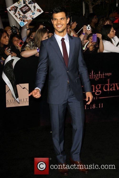 Taylor Lautner 28