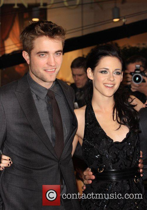 Robert Pattinson and Kristen Stewart 8