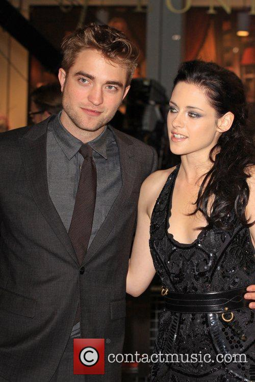 Robert Pattinson and Kristen Stewart 11