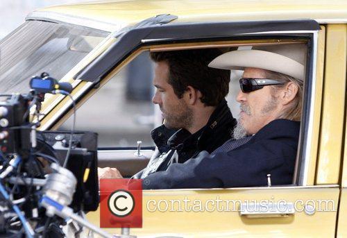 Ryan Reynolds and Jeff Bridges 5