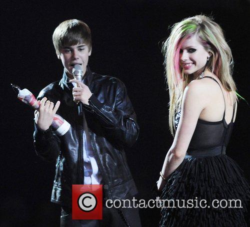 Justin Bieber and Avril Lavigne 4