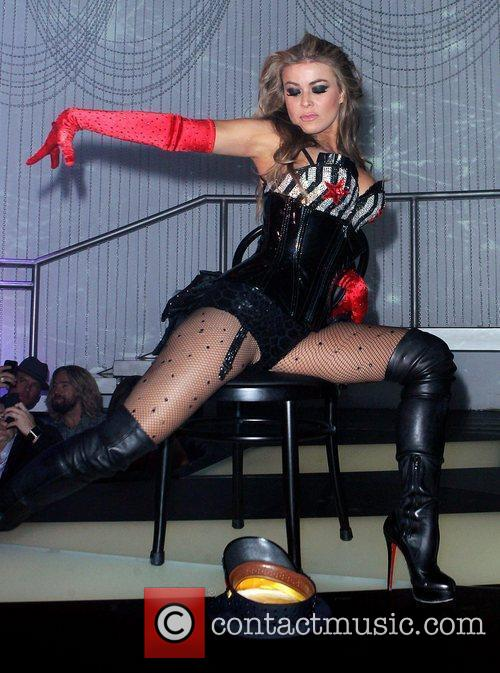 Carmen Electra 25