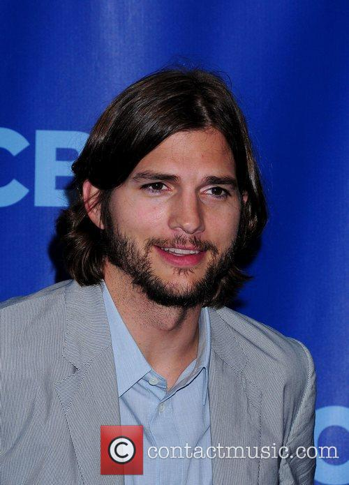 ashton kutcher twin brother michael. Ashton+kutcher+2011+pics