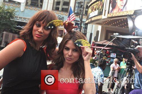 Tyra Banks and Maria Menounos 3