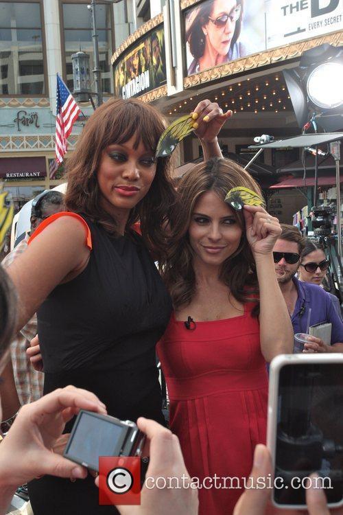 Tyra Banks and Maria Menounos 1