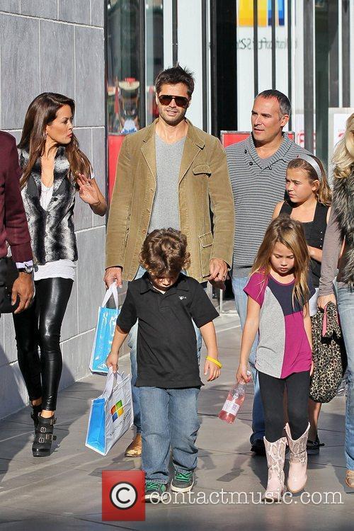 David Charvet shopping at Century City Mall with...