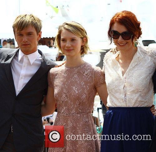 Henry Hopper, Bryce Dallas Howard and Mia Wasikowska 3