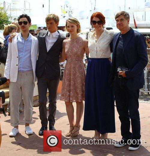 Henry Hopper, Bryce Dallas Howard, Gus Van Sant and Mia Wasikowska 1