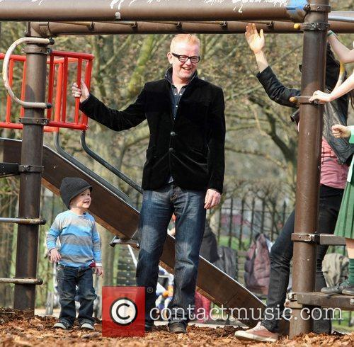 Chris Evans and son Noah watch Natasha climb...