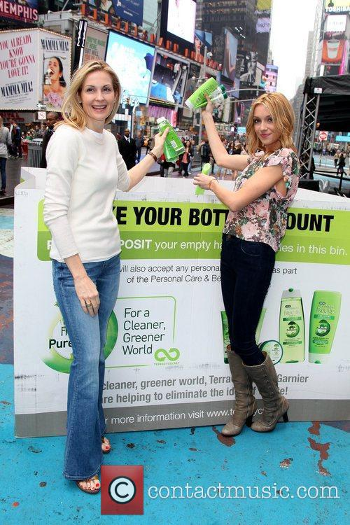 Kelly Rutherford and Katie Cassidy Garnier kicks-off 'The...
