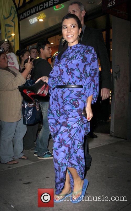 Kourtney Kardashian leaving Clover Nails salon in flip...