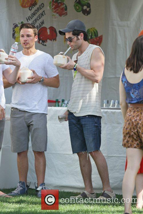 Penn Badgley and Shawn Pyfrom 5