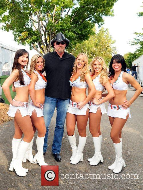 Trace Adkins poses backstage with the Miami Dolphin...