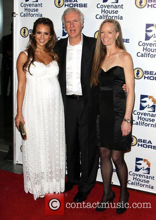 Jessica Alba, James Cameron and Suzy Amis 8