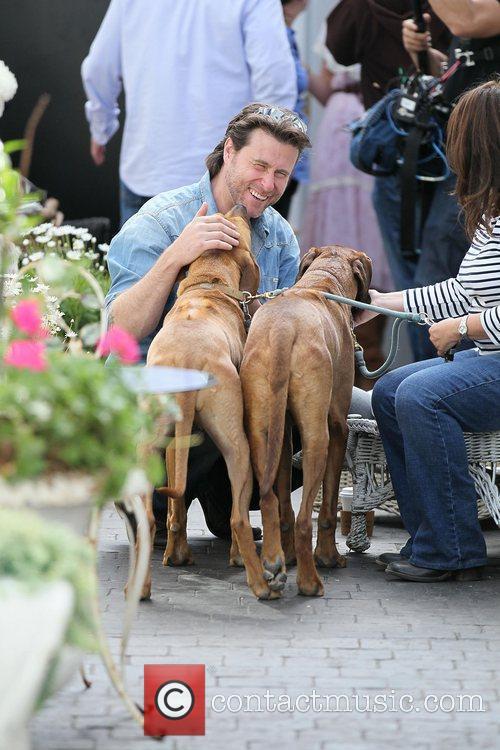 Dean McDermott meets two dogs as he films...