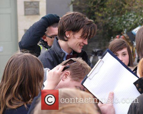 Signs autographs while taking a break from filming...
