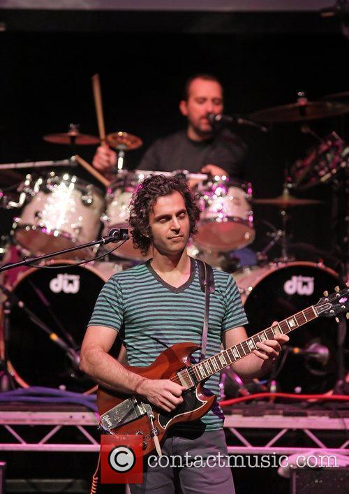dweezil zappa performing on his zappa plays 3622951