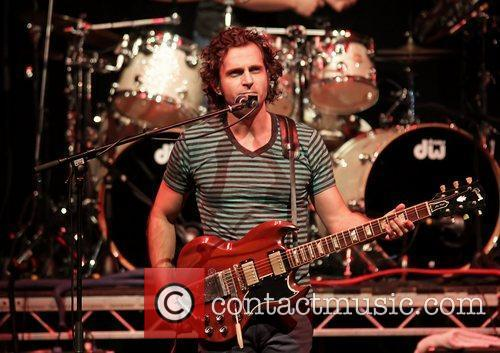 dweezil zappa performing on his zappa plays 3622955