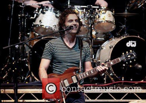 dweezil zappa performing on his zappa plays 3622956