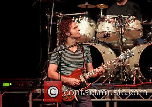 dweezil zappa performing on his zappa plays 3622959
