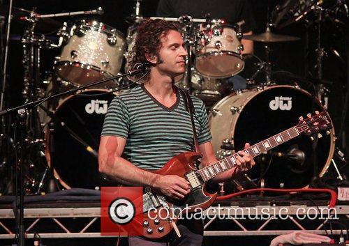 dweezil zappa performing on his zappa plays 3622962