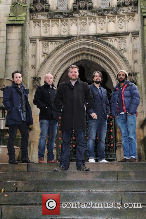 elbow outside manchester cathedral where they will 3579324