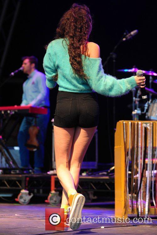 Eliza Doolittle performing at Leeds Castle