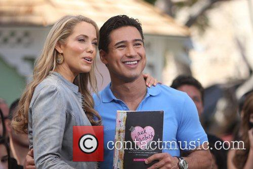 Elizabeth Berkley and Mario Lopez 16