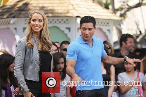 Elizabeth Berkley and Mario Lopez 22