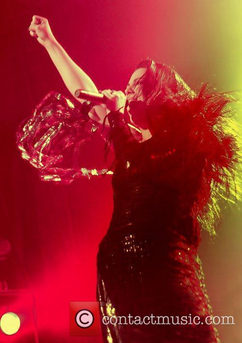 Amy Lee, Evanescence and Manchester Apollo 2