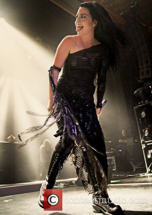 Amy Lee, Evanescence and Manchester Apollo 1