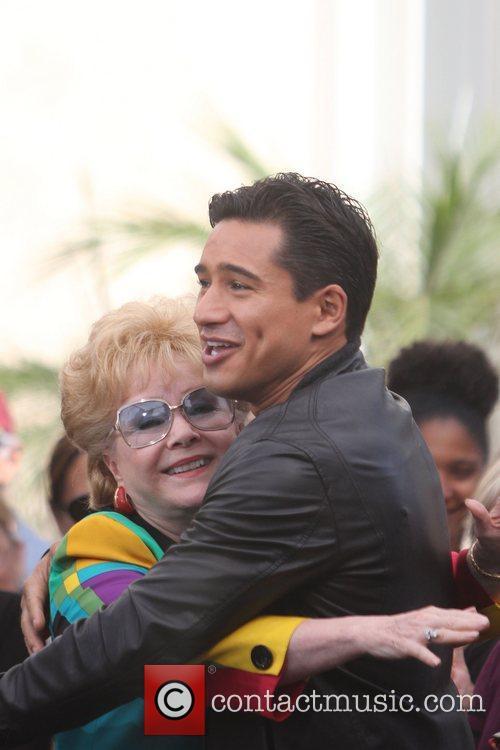 Debbie Reynolds and Mario Lopez 3