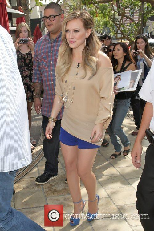 hilary duff pregnant star at the grove 5739502