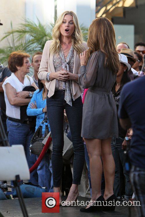 Rebecca Romijn and Maria Menounos 5