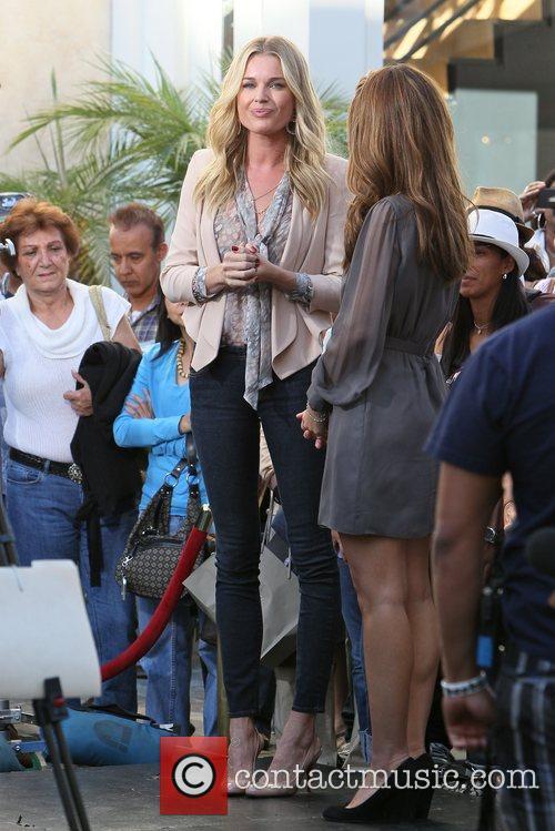 Rebecca Romijn and Maria Menounos 4