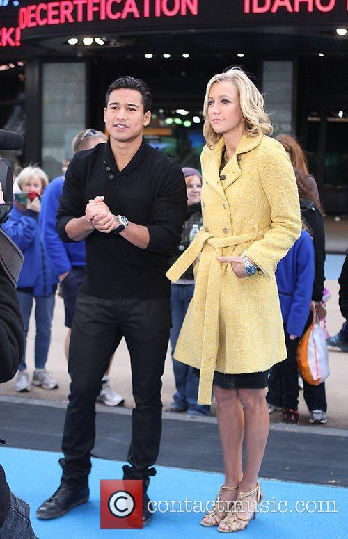 mario lopez interviews lara spencer at times 3593262