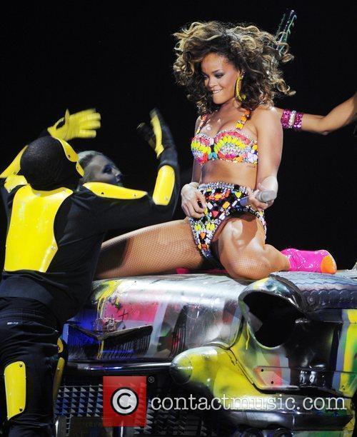Rihanna and O2 Arena 1