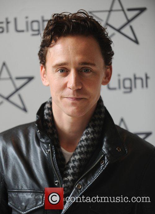 Tom Hiddleston - Wallpaper Hot