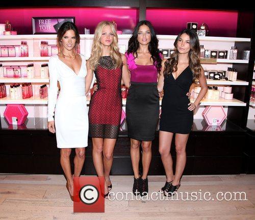 Alessandra Ambrosio - Fashion's Night Out - Victoria's