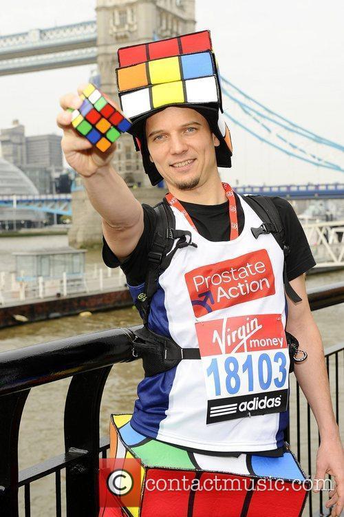 Uli Kilian (Most Rubik's cubes solved whilst running...