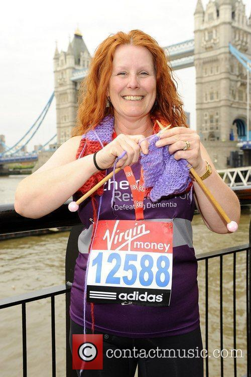 Susie Hewer (Longest scarf knitted whilst running a...