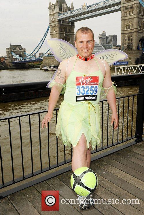 Tony Barrance (Fastest Marathon dribbling a football) Virgin...