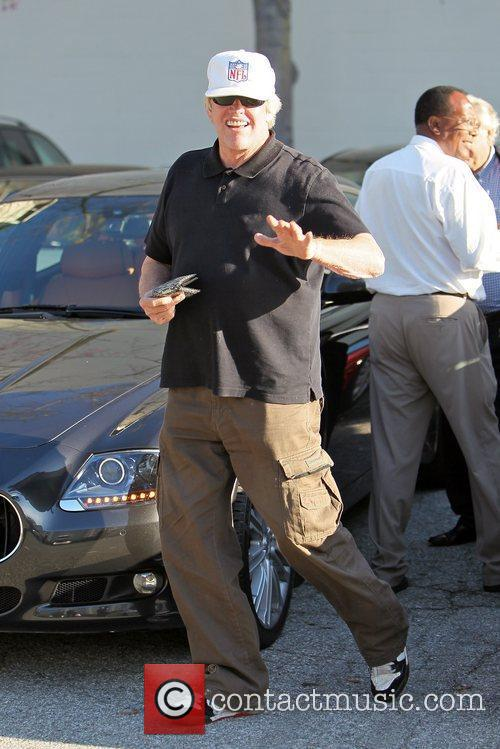 gary busey leaving caffe roma after having 5758974