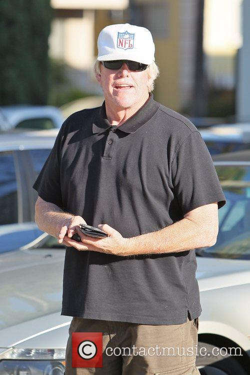 gary busey leaving caffe roma after having 5758979
