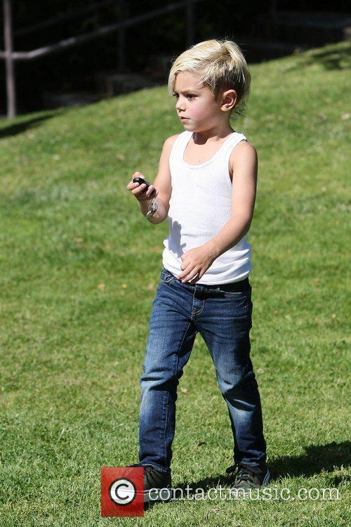 Kingston Rossdale spends some time at a park...